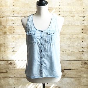 Nollie • Sleeveless Chambray Top• EUC • XS